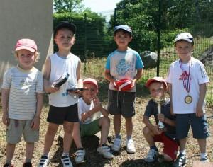 Médias des-enfants-heureux-avec-leur-recompense-du-jour-photo-serge-jarrand-300x236